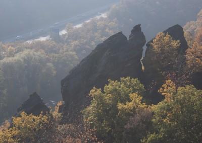 Interessante Felsen und tolle Ausblicke im Trollbachtal