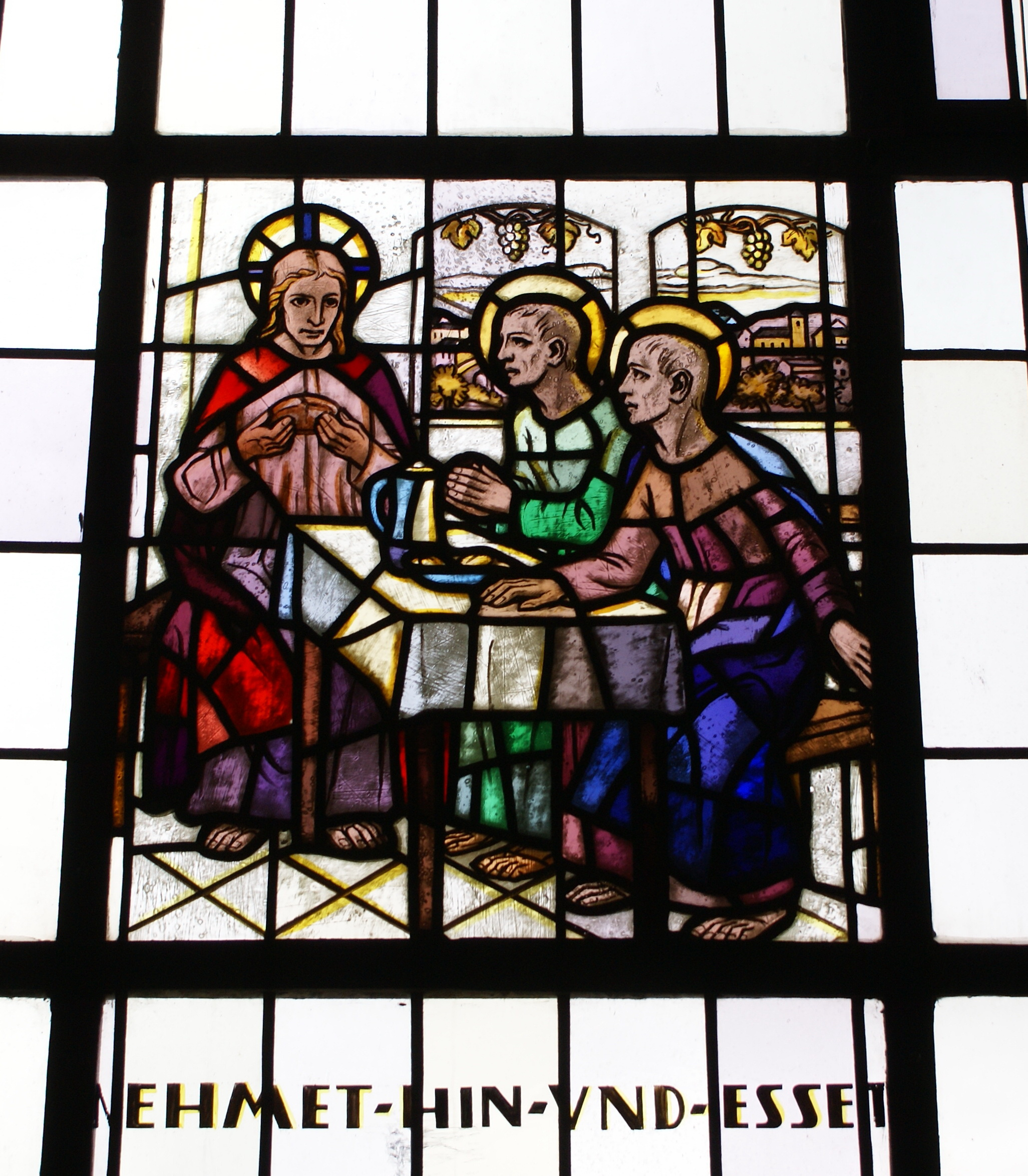 Katholische Kirche, Dorsheim, Holzsprossenfenster über der Tür, links