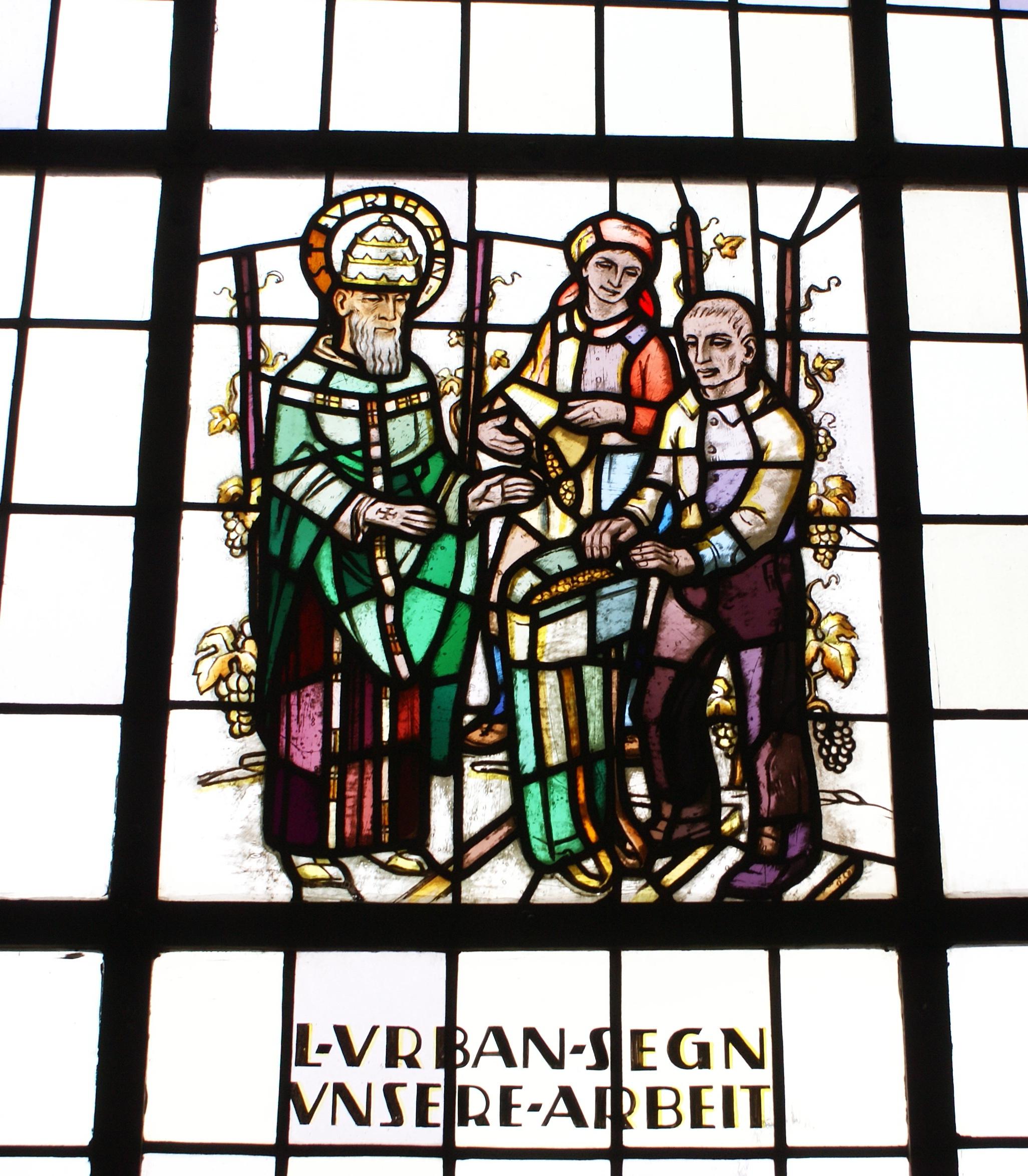 Kath.Kirche Dorsheim - Holzsprossenfenster oberhalb der Tür, rechts